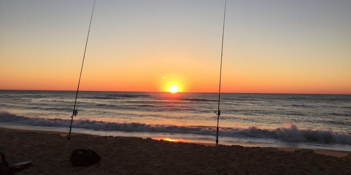 la pêche au couché du soleil
